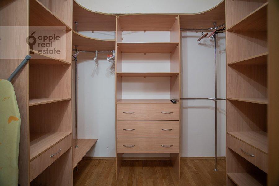 Гардеробная комната / Постирочная комната / Кладовая комната в 4-комнатной квартире по адресу Долгоруковская ул. 6