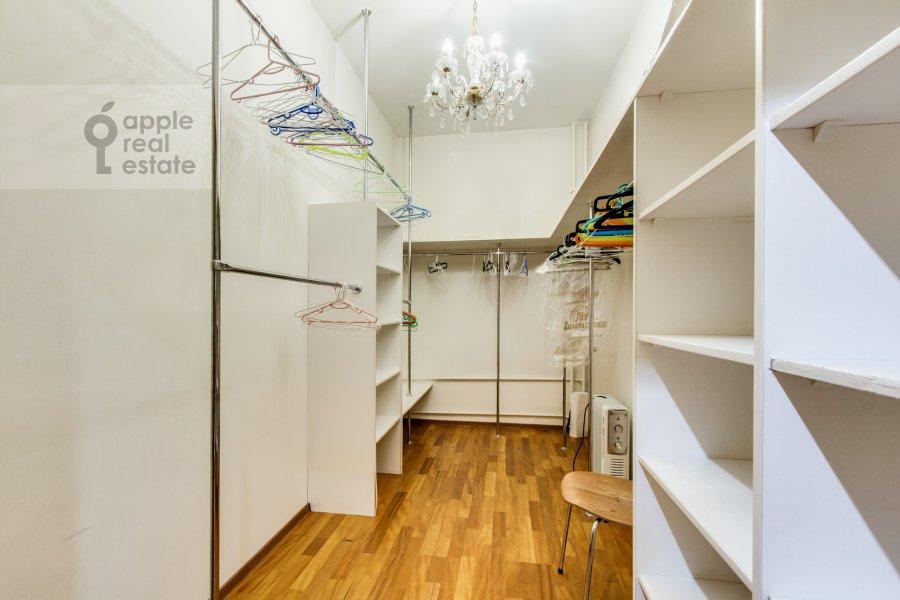 Гардеробная комната / Постирочная комната / Кладовая комната в 4-комнатной квартире по адресу Можайское шоссе 2