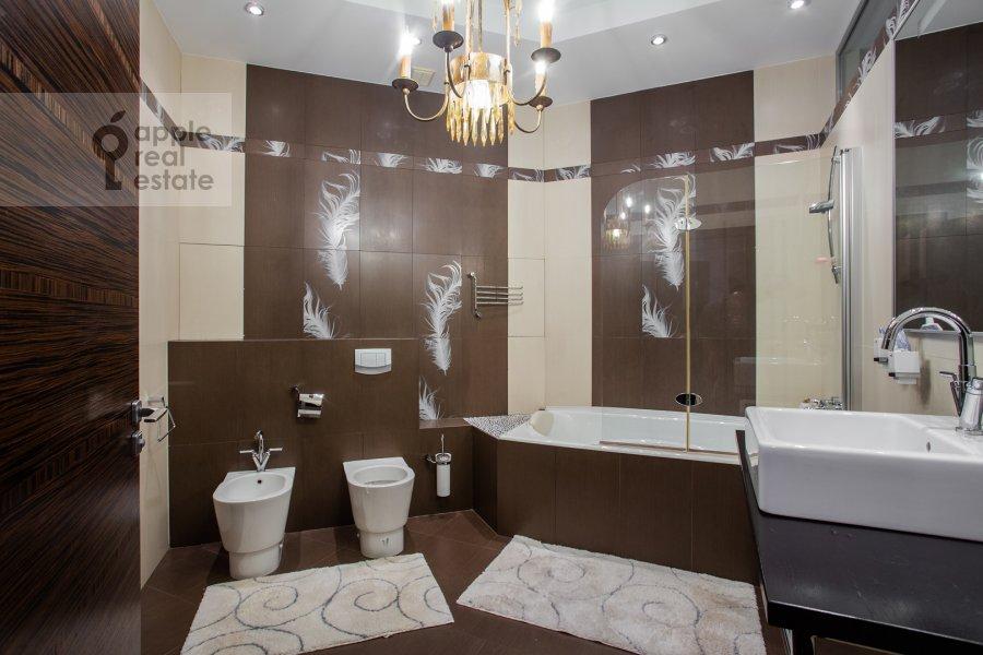 Bathroom of the 3-room apartment at Minskaya ulitsa 1gK3