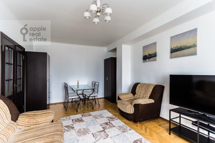 Living room of the 3-room apartment at Novyy Arbat ul. 26
