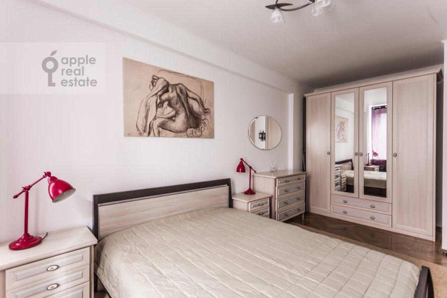 Bedroom of the 3-room apartment at Novyy Arbat ul. 26