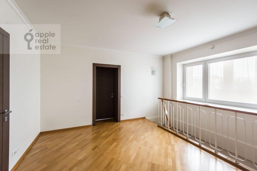 Коридор в 6-комнатной квартире по адресу Немчинова 1/25