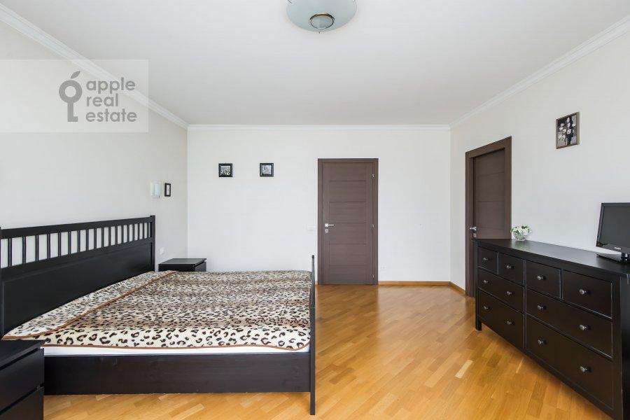 Спальня в 6-комнатной квартире по адресу Немчинова 1/25