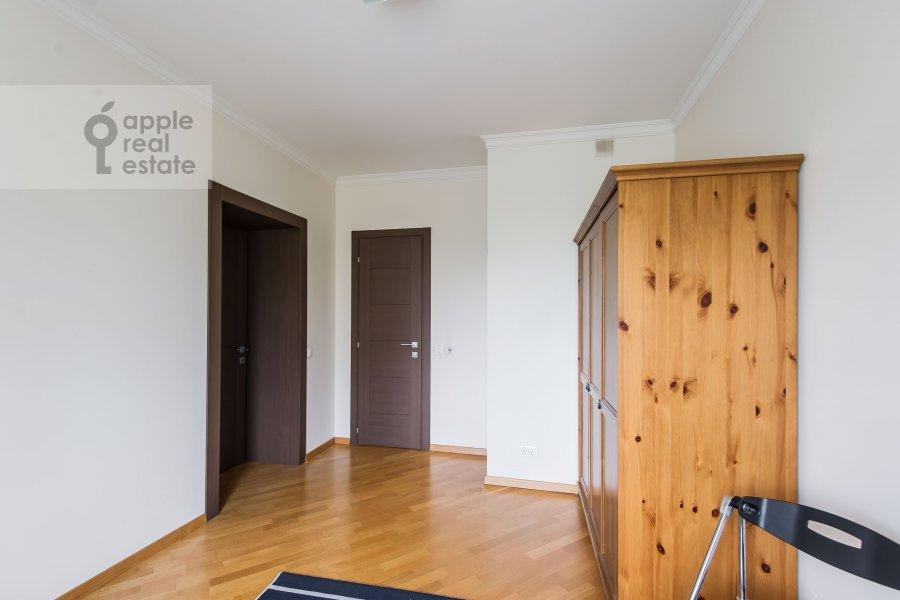 Гардеробная комната / Постирочная комната / Кладовая комната в 6-комнатной квартире по адресу Немчинова 1/25