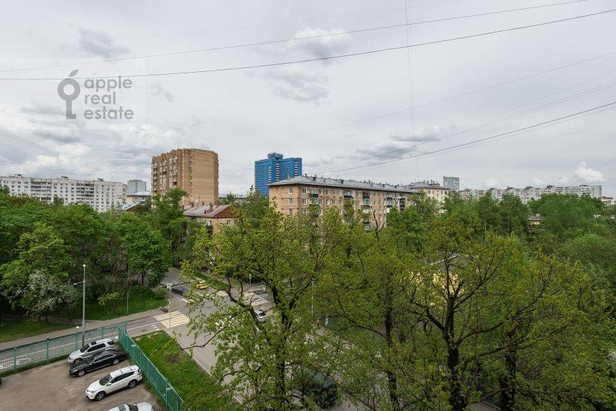 Вид из окна в 6-комнатной квартире по адресу Немчинова 1/25