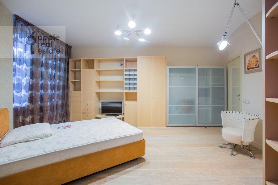 Спальня в 4-комнатной квартире по адресу Звенигородская ул. 11