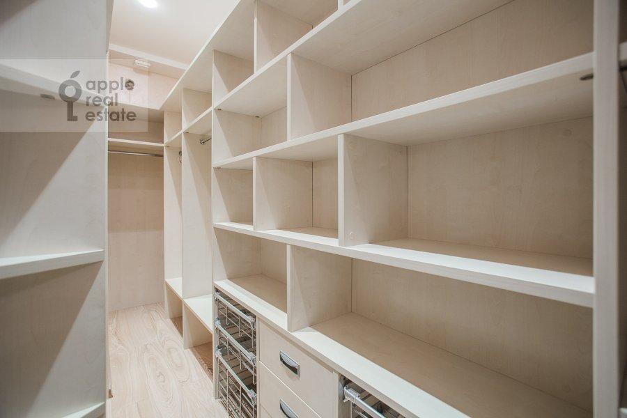Гардеробная комната / Постирочная комната / Кладовая комната в 4-комнатной квартире по адресу Звенигородская ул. 11