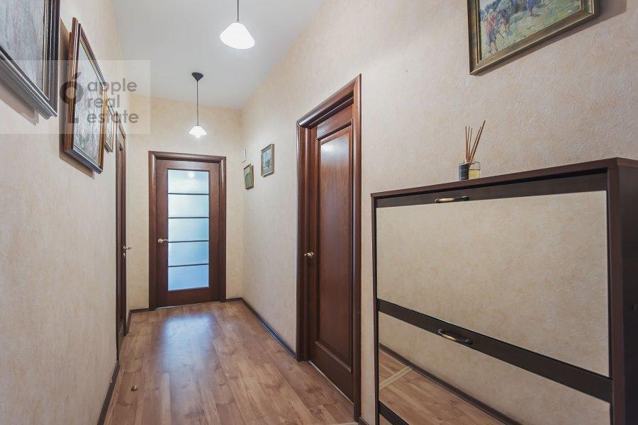 Corridor of the 3-room apartment at Trekhprudnyy per. 6