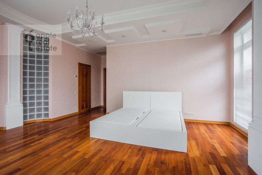 Спальня в 6-комнатной квартире по адресу Береговая ул. 4к3