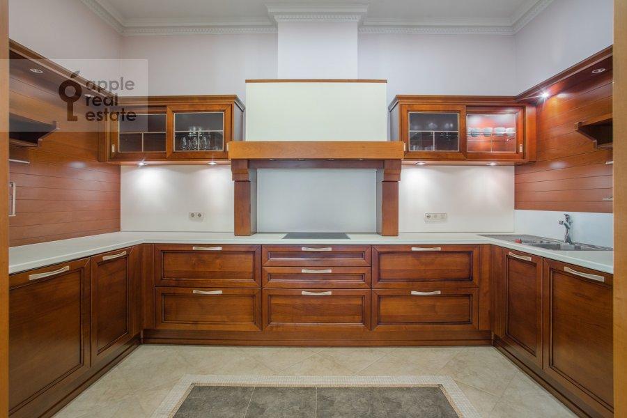 Кухня в 6-комнатной квартире по адресу Береговая ул. 4к3