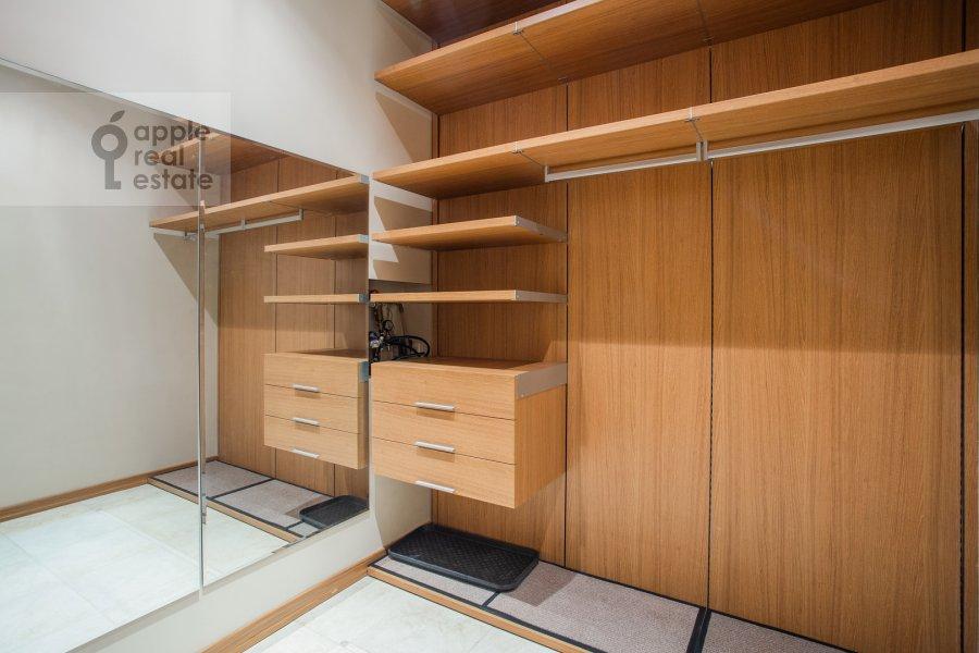 Гардеробная комната / Постирочная комната / Кладовая комната в 6-комнатной квартире по адресу Береговая ул. 4к3