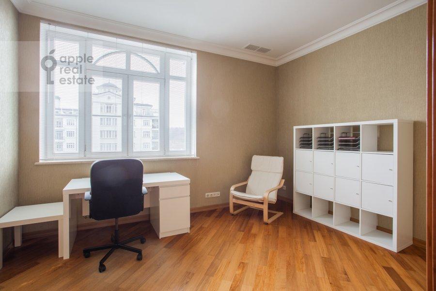 Детская комната / Кабинет в 6-комнатной квартире по адресу Береговая ул. 4к3
