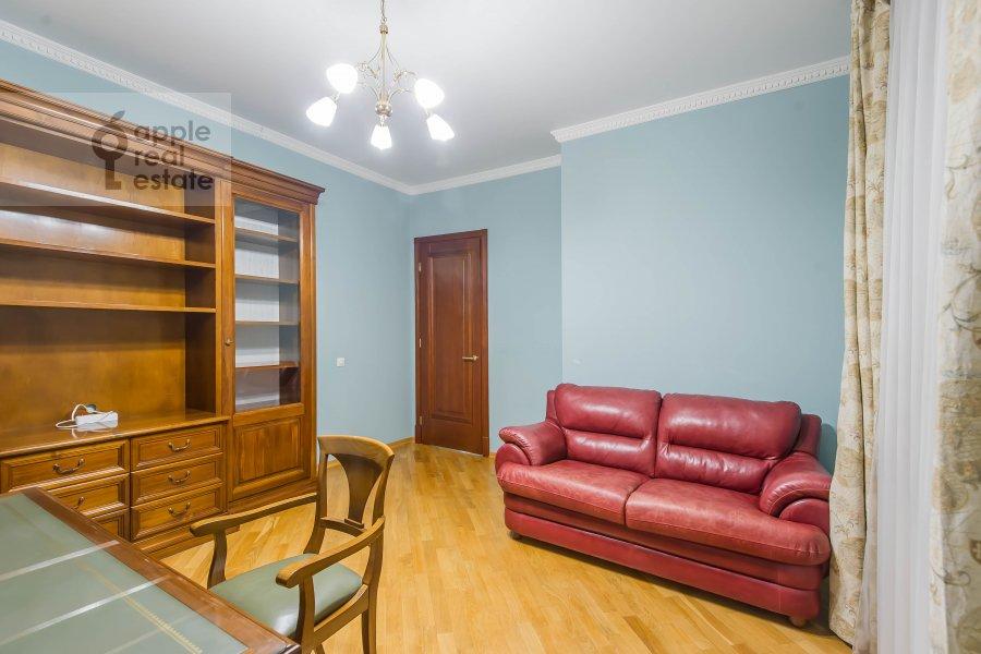 Детская комната / Кабинет в 3-комнатной квартире по адресу Маршала Тимошенко ул. 17к2