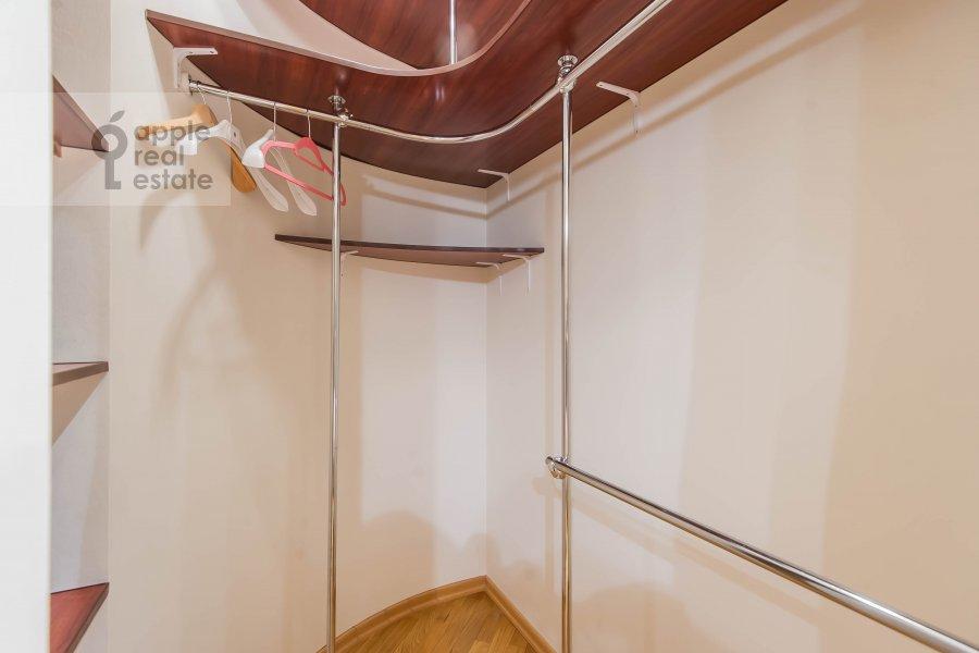 Гардеробная комната / Постирочная комната / Кладовая комната в 3-комнатной квартире по адресу Маршала Тимошенко ул. 17к2