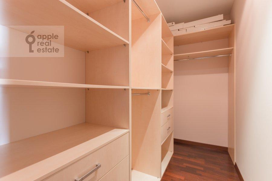 Гардеробная комната / Постирочная комната / Кладовая комната в 3-комнатной квартире по адресу Ленинский пр-т. 92к1