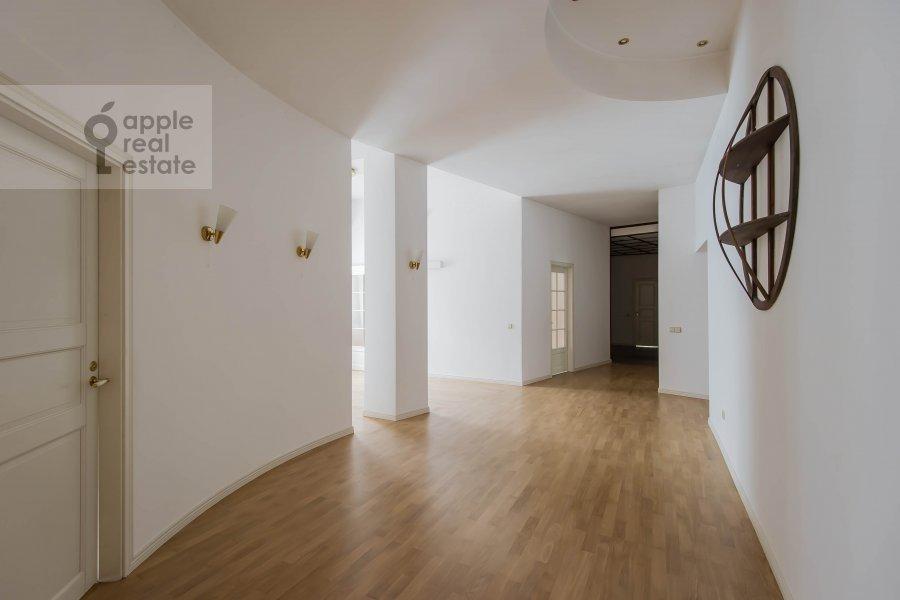 Living room of the 5-room apartment at Afanas'evskiy Bol'shoy per. 41