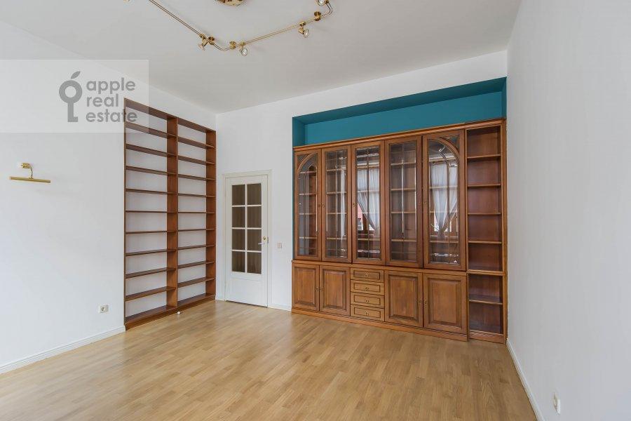 Детская комната / Кабинет в 5-комнатной квартире по адресу Афанасьевский Большой пер. 41