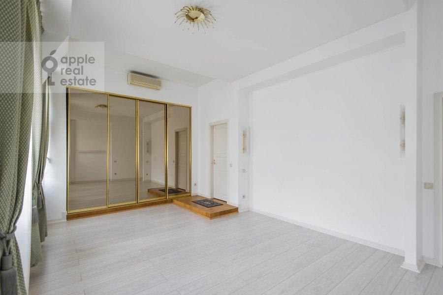 Bedroom of the 5-room apartment at Afanas'evskiy Bol'shoy per. 41