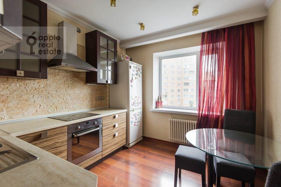 Кухня в 3-комнатной квартире по адресу Андроньевская Большая ул. 25/33