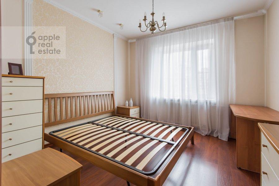 Спальня в 3-комнатной квартире по адресу Андроньевская Большая ул. 25/33
