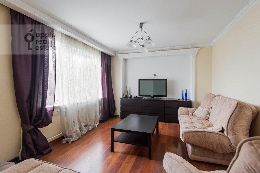 Гостиная в 3-комнатной квартире по адресу Андроньевская Большая ул. 25/33