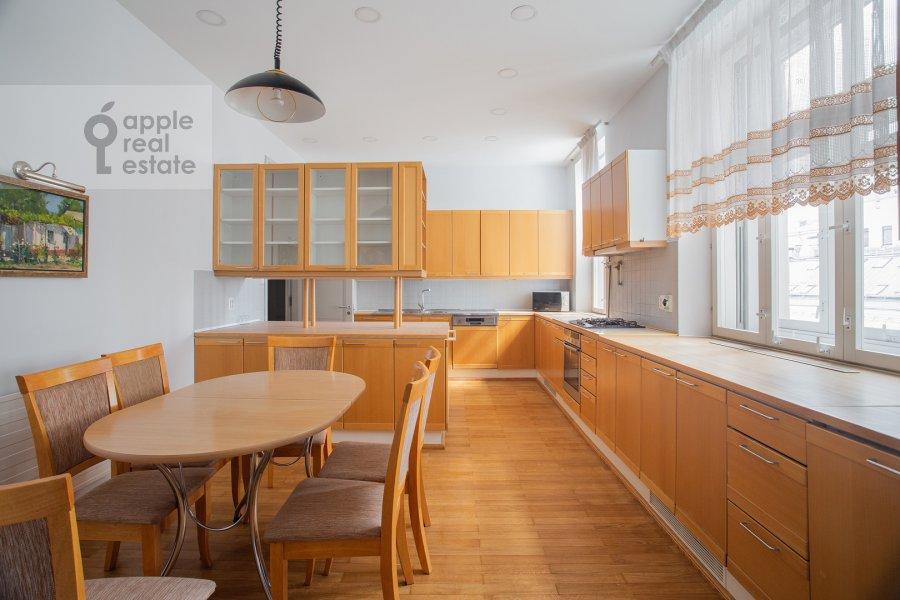 Кухня в 4-комнатной квартире по адресу Калашный пер. 4/1