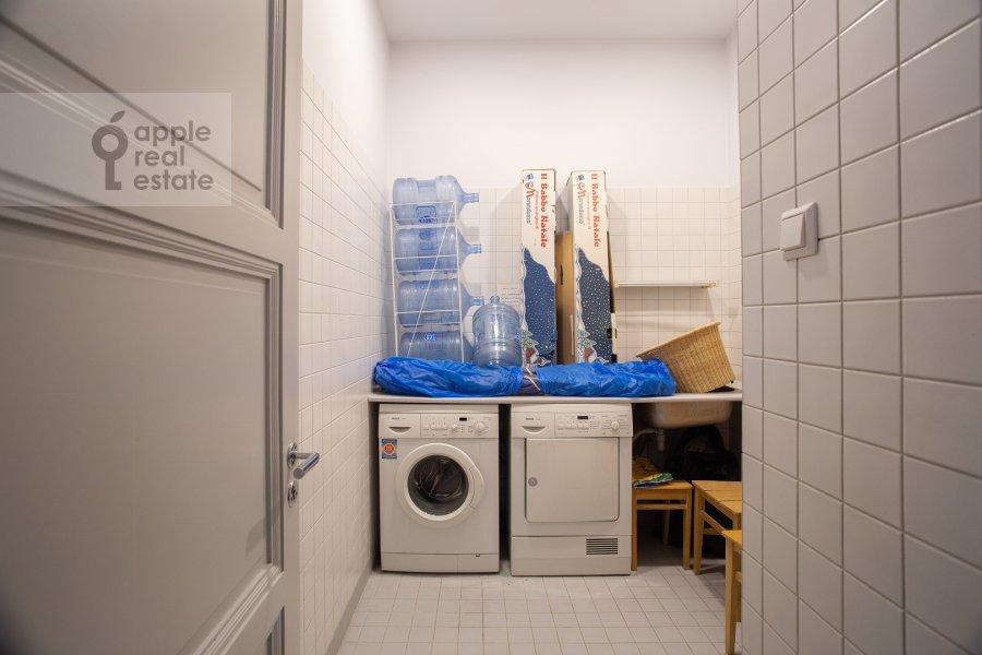 Гардеробная комната / Постирочная комната / Кладовая комната в 4-комнатной квартире по адресу Калашный пер. 4/1