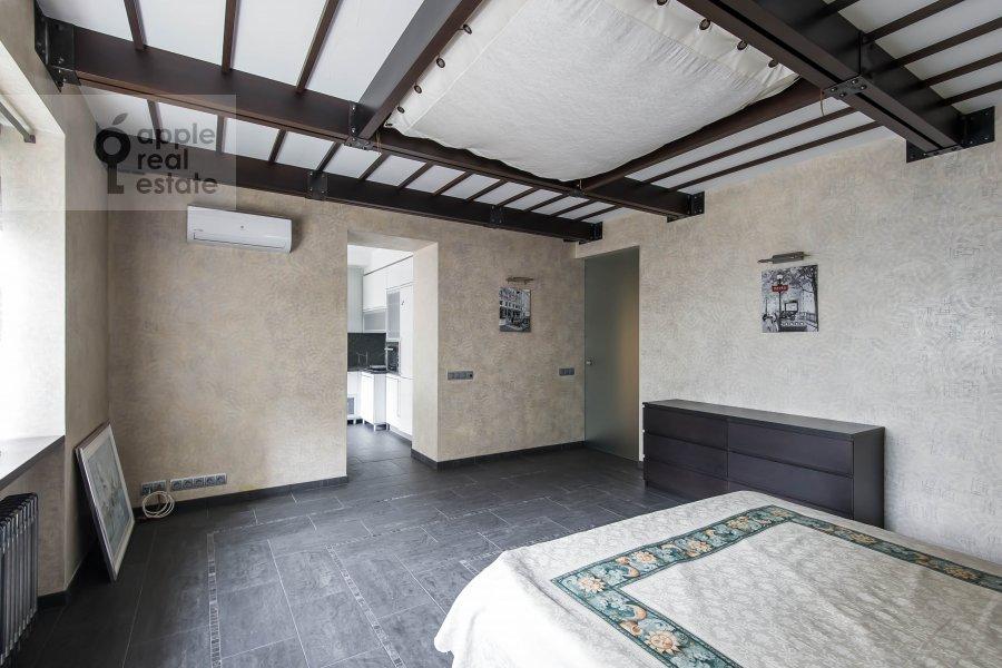 Спальня в 1-комнатной квартире по адресу Леонтьевский пер. 15