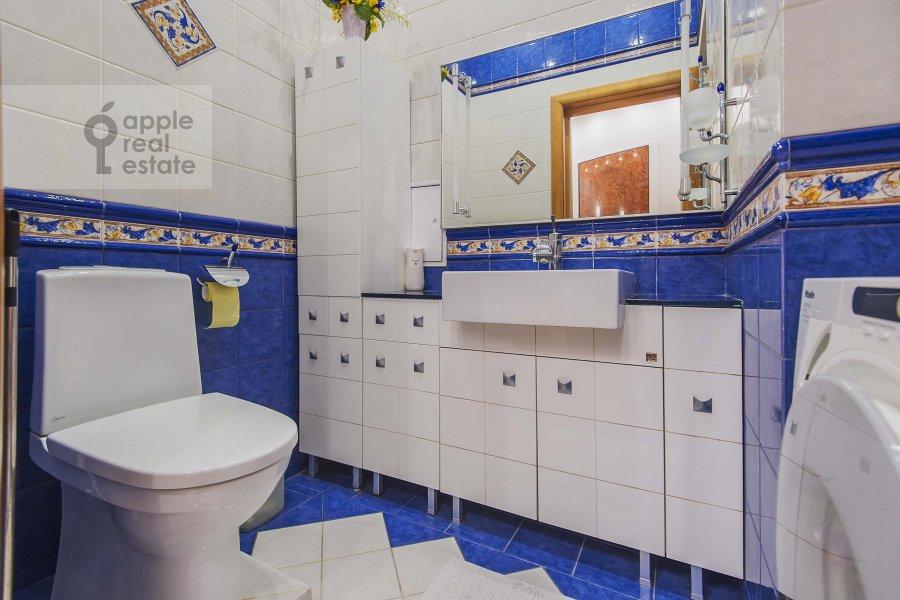 Санузел в 5-комнатной квартире по адресу Маршала Василевского ул. 13к3