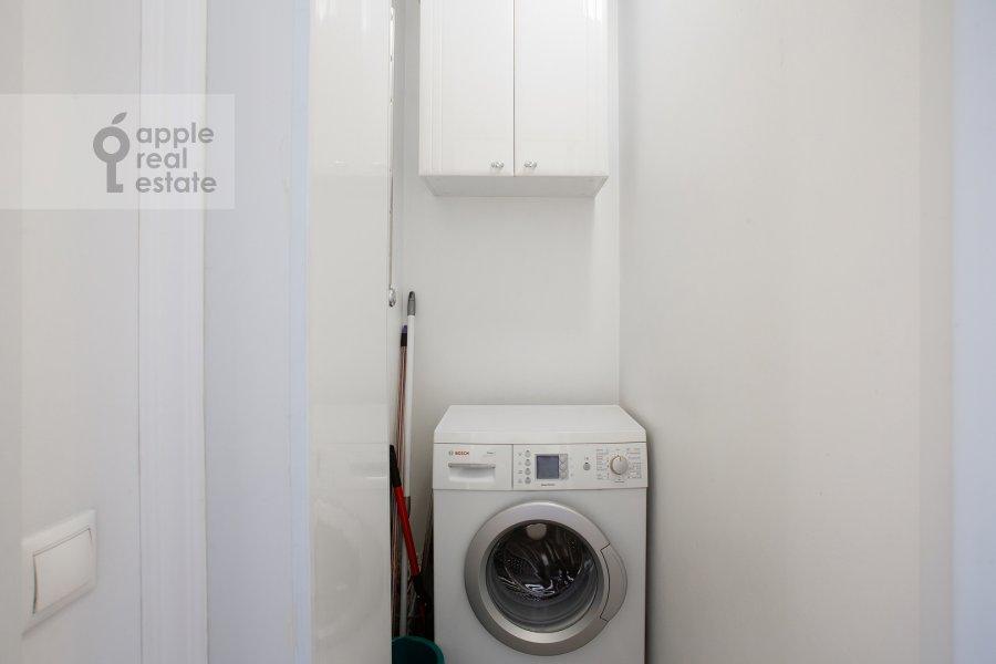 Walk-in closet / Laundry room / Storage room of the 3-room apartment at Tverskaya ul. 6s3