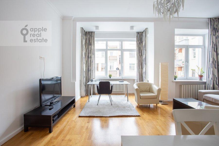 Living room of the 3-room apartment at Tverskaya ul. 6s3