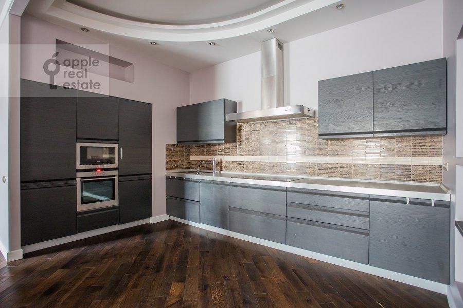 Кухня в 4-комнатной квартире по адресу Новопесковский Малый пер. 8