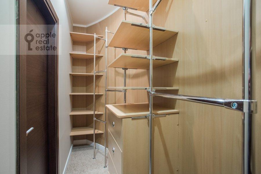 Гардеробная комната / Постирочная комната / Кладовая комната в 4-комнатной квартире по адресу Новопесковский Малый пер. 8