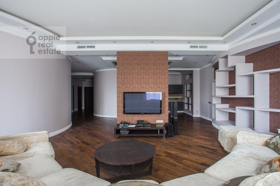 Гостиная в 4-комнатной квартире по адресу Новопесковский Малый пер. 8