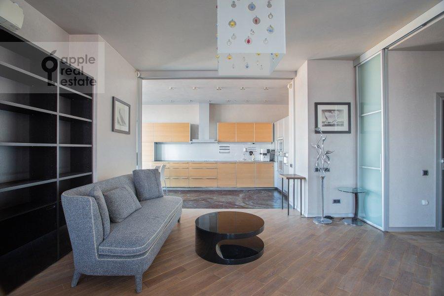 Гостиная в 4-комнатной квартире по адресу Чапаевский пер. 3