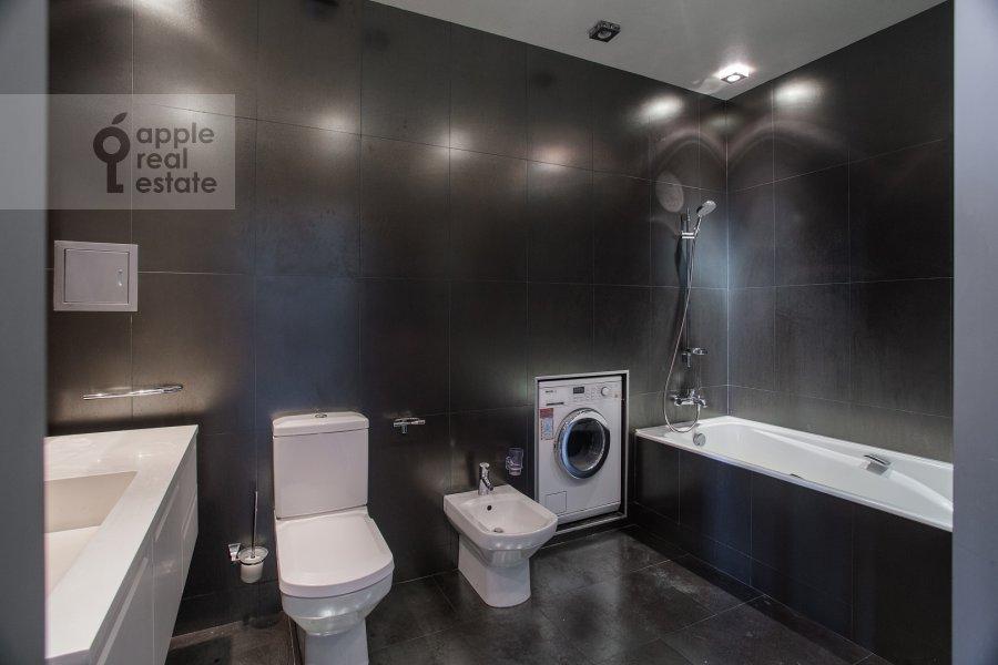 Bathroom of the 4-room apartment at Chapaevskiy per. 3