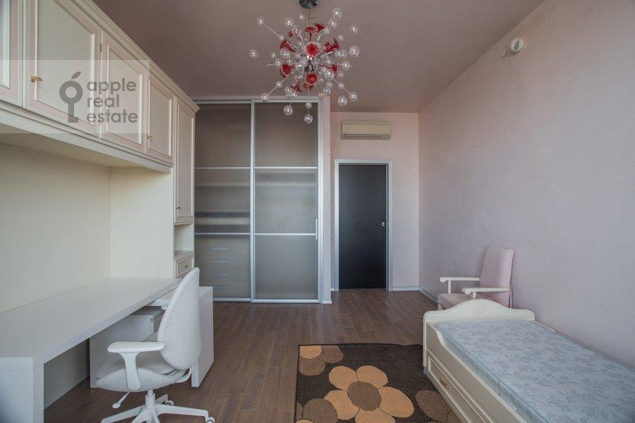 Детская комната / Кабинет в 4-комнатной квартире по адресу Чапаевский пер. 3