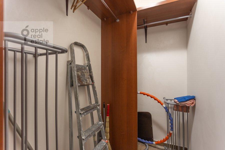 Гардеробная комната / Постирочная комната / Кладовая комната в 4-комнатной квартире по адресу Шаболовка ул. 23к5
