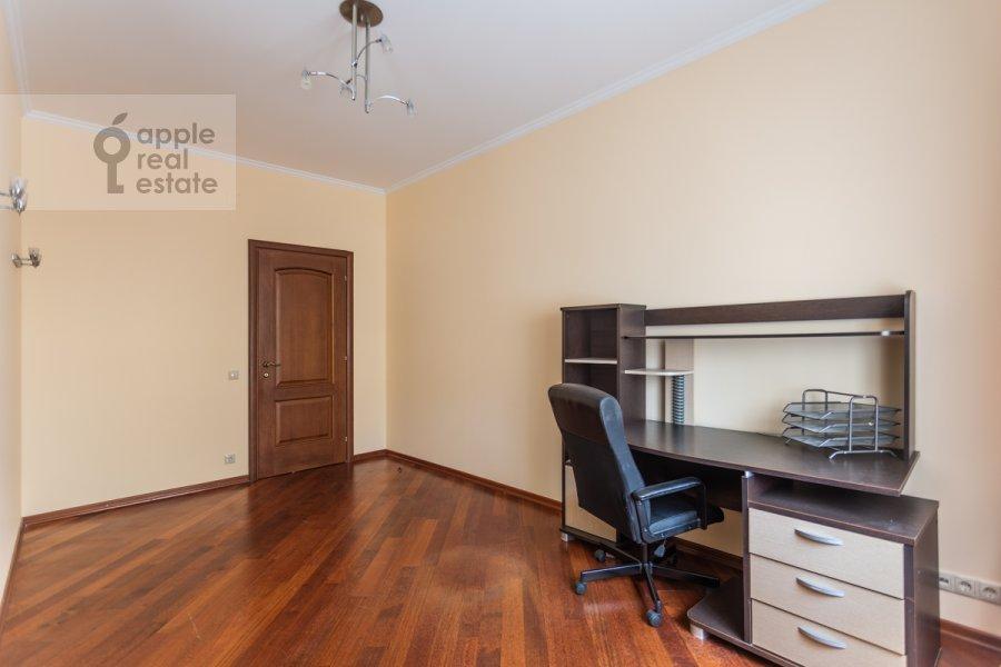 Детская комната / Кабинет в 4-комнатной квартире по адресу Шаболовка ул. 23к5