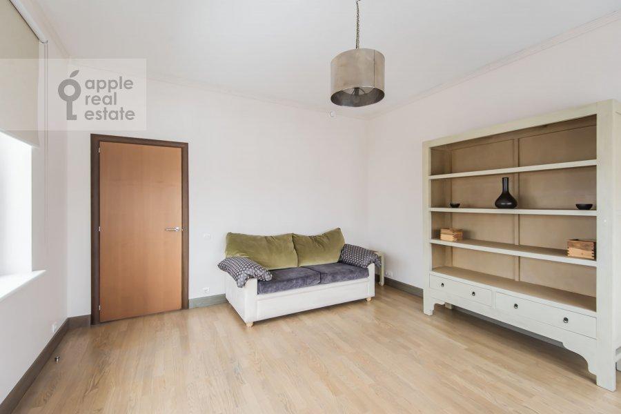 Children's room / Cabinet of the 4-room apartment at Smolenskiy 1-y per. 17