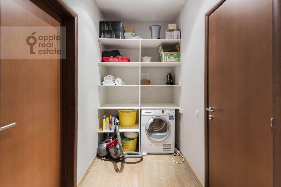 Walk-in closet / Laundry room / Storage room of the 4-room apartment at Smolenskiy 1-y per. 17