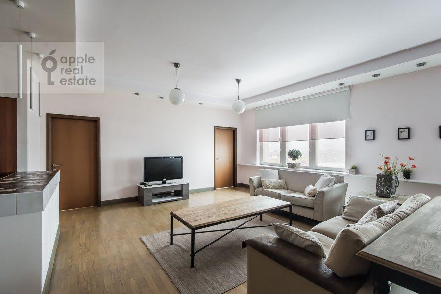 Living room of the 4-room apartment at Smolenskiy 1-y per. 17