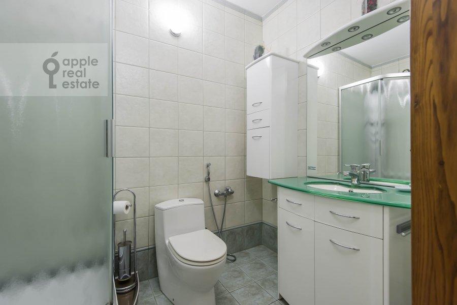 Санузел в 3-комнатной квартире по адресу Ленинский  пр-т. 137к1