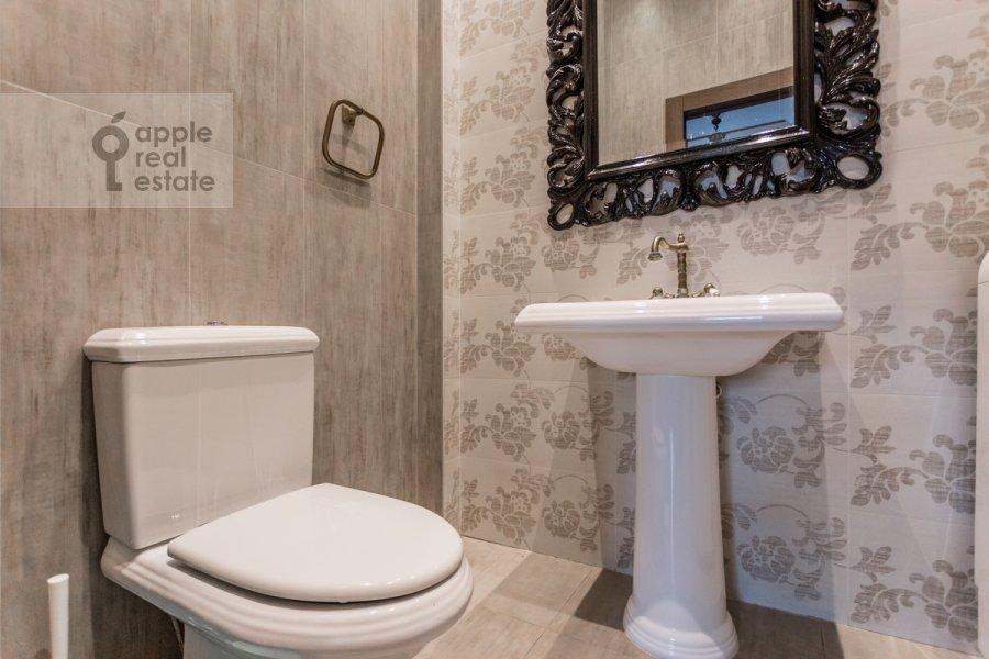 Bathroom of the 3-room apartment at Leningradskiy prosp. 2
