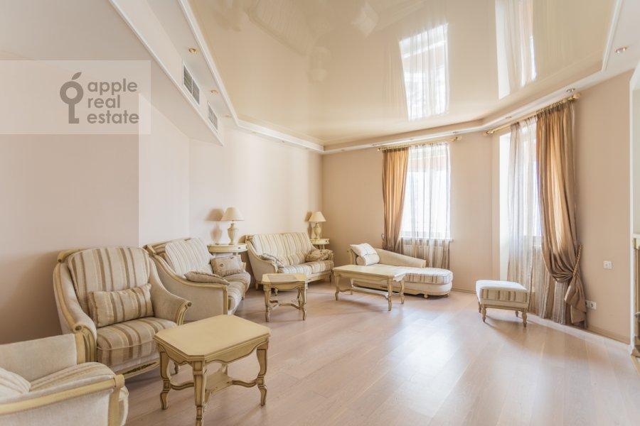 Гостиная в 4-комнатной квартире по адресу Коштоянца ул. 20к2