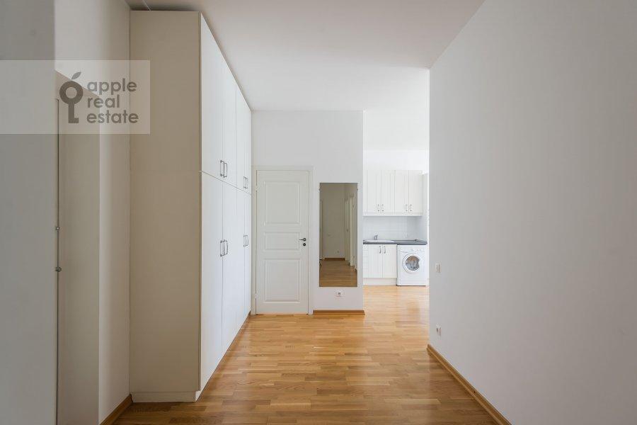 Corridor of the 3-room apartment at Shabolovka ul. 10k1