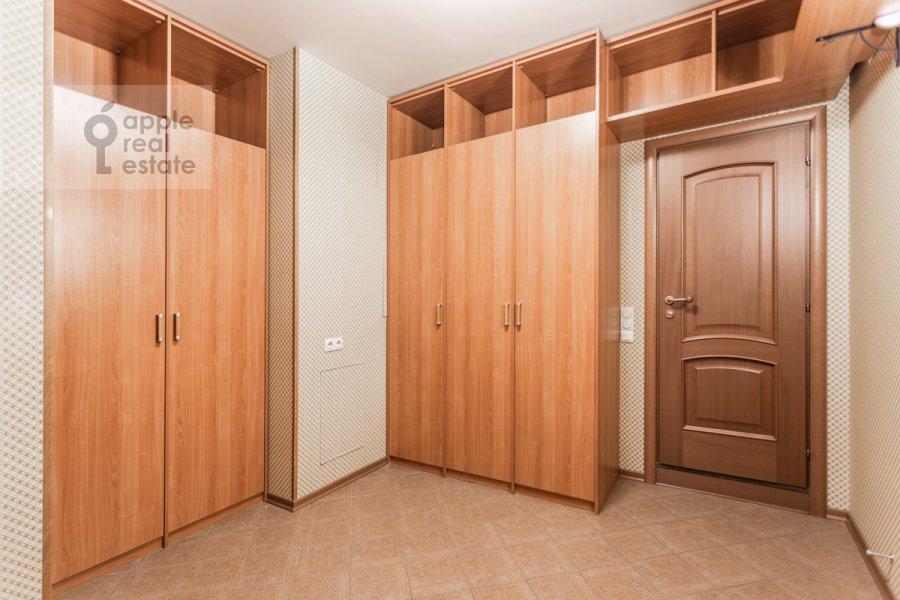 Walk-in closet / Laundry room / Storage room of the 6-room apartment at Mosfil'movskaya ul. 70k4