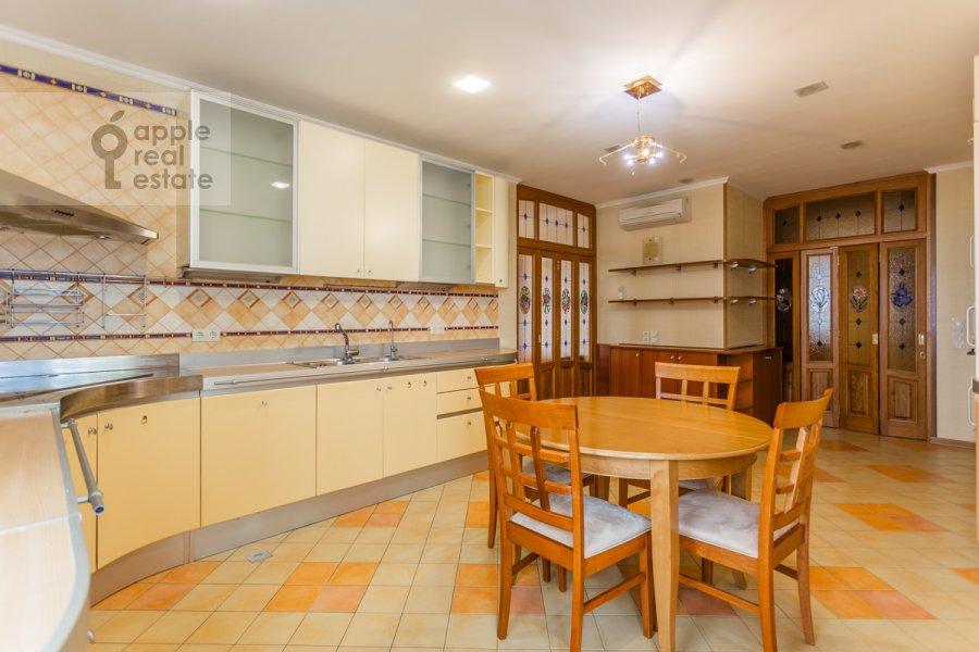 Kitchen of the 6-room apartment at Mosfil'movskaya ul. 70k4