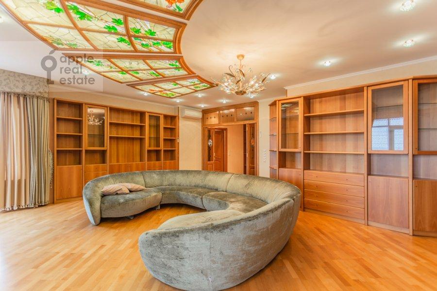Living room of the 6-room apartment at Mosfil'movskaya ul. 70k4