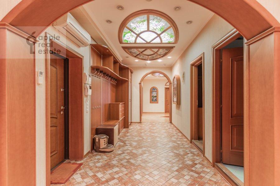 Corridor of the 6-room apartment at Mosfil'movskaya ul. 70k4